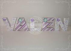 Letras corpóreas de papel.