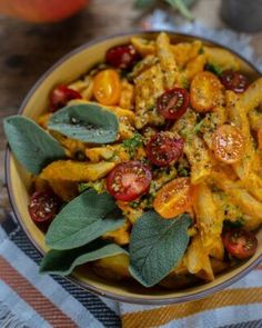 Comfort Food, Penne, Clean Eating, Curry, Pizza, Pumpkin, Chicken, Meat, Halloween
