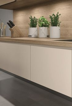 EGGER Kitchen Worktop H3309 ST28 Sand Gladstone Oak is one of our new generation of worktops where the deep and sandblasted texture aligns with the natural markings. Doors U702 PM Cashmere: