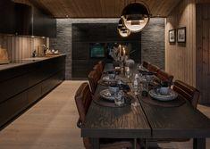 BUD MOTTATT! Spektakulær utsikt fra Fageråsens fineste tomt. Totalrenovert hytte der alt er tenkt på. | FINN.no Project R, Wooden Cabins, Basic Shapes, Black Kitchens, Home Furniture, Sweet Home, Table Settings, House Design, Rustic