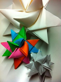 CraftSanity – A blog and podcast for those who love everything handmade » Holiday Craft Tutorial: Learn to Make German Stars With Minimal Swearing