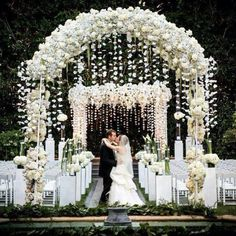 Amazing White Wedding Decor