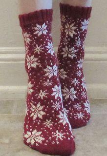 Crochet Patterns Wear Ravelry: SNOW Socks pattern by Deborah Tomasello Loom Knitting Patterns, Knitting Charts, Knitting Stitches, Knitting Socks, Knitting Designs, Knitting Projects, Hand Knitting, Crochet Patterns, Crochet Socks