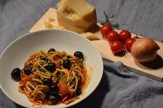 Zoodles, die lecker, leichte Alternative zu Pasta. Jede Gabel ein Genuss, der mir auch noch ein gutes und gesundes Gefühl gibt.   N...
