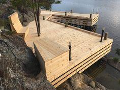 Brygga Stockholm Skärgård Värmdö. Red Mount AB. +46700534688 AB Sjöliv. Landscape Architecture, Architecture Design, Pond Bridge, Floating Boat Docks, Lake Landscaping, Lake Dock, Lakeside Living, House Deck, Lake Cottage