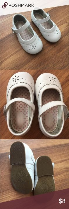 Baby Girls White Stride Rite Dress Shoes Excellent used condition. White dress shoes size 4.5 from Stride Rite Stride Rite Shoes Dress Shoes