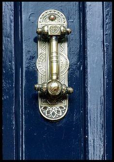 Door Knocker by Abriendo Puertas Front Door Paint Colors, Painted Front Doors, Les Doors, Windows And Doors, Cool Doors, Unique Doors, Objets Antiques, Door Knobs And Knockers, Door Knockers Unique