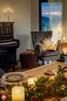 À Noël, on fait la fête, mais on reste smart car de nos jours, même la guirlande lumineuse est connectée au smartphone et pilotée à partir d'une application. On peut ainsi créer les plus belles illuminations du sapin de Noël ou décorer notre table sans fil qui traine !
