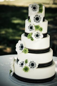 Black, green, white cake.....I would change it to black,gray, yellow, and white