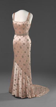 1937 Dress via Nasjonalmuseet for Kunst, Arketektur, og Design.