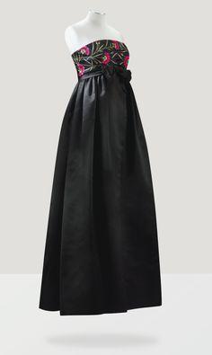 Balenciaga Haute Couture, 1958 ROBE DU SOIR EN SATIN DUCHESSE D'ABRAHAM, BUSTIER BRODÉ D'ŒILLETS BALENCIAGA HAUTE COUTURE, 1958 A BLACK DUCHESSE SATIN EMPIRE LINE EVENING GOWN EMBROIDERED WITH CARNATIONS