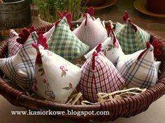 Kasiorkowe: More chickens - Trend Diy Fabric Farm Crafts, Diy Crafts For Kids, Easter Crafts, Fabric Birds, Fabric Scraps, Handmade Toys, Handmade Crafts, Chicken Crafts, Spring Crafts