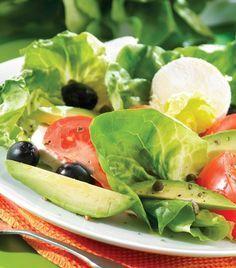 Queso de cabra, aceitunas, aguacate y alcaparras... ¿Quémas puedes pedir? ¡Aprende a preparar esta deliciosa ensalada!