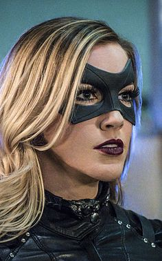 Watch Arrow Season 4 Episode The team faces off against a formidable villain nicknamed The Calculator (guest star Tom Amandes). Meanwhile, Nyssa (guest star Katrina Law) makes her move and Roy Harper (guest star Colton Haynes) returns to Star City. Cool Superhero Costumes, Super Hero Costumes, Team Arrow, Arrow Tv, Laurel Burch, Black Canary Costume, Arrow Costume, Arrow Season 4, Black Siren