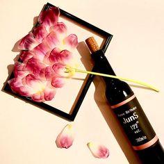 mai030475@juns.8110 さんのお誕生日はまだまだずっと先ですが、、、 お誕生日を教えて頂いたので、またワインラベルを作ってみました ・ junsさんのイメージは大人の赤 上下のラインは少しグラデーションを入れてみました✨ ・ この謎のお花は、、実は昨日のチューリップ いち早く花びらが開いてきてしまったので ・ ・ I designed the wine label ・ ・ ・ #wine #design #designer #foodporn #instafood #illustration #art #flowers #lin_stagrammer #KAUMO #KURASHIRU #IGersJP #ワイン #花のある暮らし #おうちカフェ #おうちごはん #写真好きな人と繋がりたい #ファインダー越しの私の世界 #アート #デザイン #グラフィック #ブライダル #Otto驚く贈り物 #石田整体院プラスメディカルコルセット #馬喰町 #竹ノ塚 #足立区