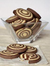 Csokoládés és vaníliás omlós keksz a kávé, kakaó mellé vagy csak úgy. Hozzávalók A vaníliás tésztához 20 dkg liszt 11 dkg vaj ...