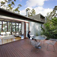 Dekoideen Terrassengestaltung Holzboden Bank Beleuchtung