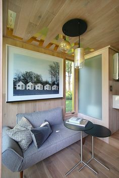 Meet LIGHTHOUSE, a fully functioning one-room mobile hotel that's a beacon for urban ecotourism and a postcard for sustainability. Sustainable Living, House Design, Cabin Design, Tiny House Living, Little Houses, Hotel, Container House Design, Room, Hotels Room