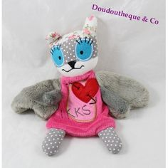 Doudou plat lapin monstre IKKS addict rose gris ailes coeur rouge Rose Gris, Dinosaur Stuffed Animal, Teddy Bear, Toys, Animals, Plush, Red Hearts, Cloth Flowers, Rabbits
