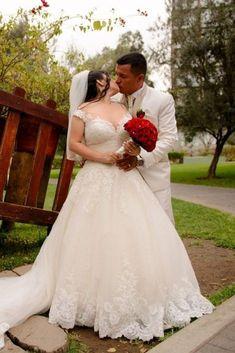Un día mágico en el mes de las flores #matrimoniocompe #bodasperu #primavera #bodaenprimavera #primaveral #mesdelamorylaamistad Outfit Primavera, Thing 1, Lace Wedding, Wedding Dresses, Fashion, Wedding Dress Lace, Wedding Tables, Fresh Flowers, Simple Wedding Gowns