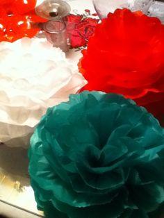 Bolas de papel verde,blanco y rojo Diy, Painting, Paper Balls, Paper Envelopes, Green, The Creation, Bricolage, Painting Art, Do It Yourself