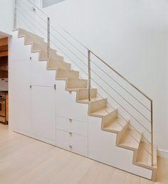 L'escalier comme un élément de design remarquable peut former le cœur d'une maison en parlant son langage architectural spécifique. Un escalier droit ou un