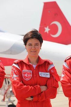 Türk yıldızları ilk kadın pilot. First woman pilot of Turkish Stars. Turkish Air Force
