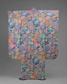 Tokuseu Hitome Sohshibori Hon Furisode  Takuo Itoh  (Japanese, born 1947)    Date:      April 1995  Culture:      Japanese  Medium:      silk  Dimensions:      L. at center back 72 in. (182.5 cm.)  Credit Line:      Gift of Takuo Itoh, 1997  Accession Number:      1997.228    This artwork is not on display