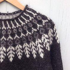 Fjäder pattern by Hanne Rimmen Diy Knitting Cardigan, Hand Knitting, Pullover Design, Sweater Design, Fair Isle Knitting Patterns, Knitting Designs, Knit Slippers Free Pattern, Norwegian Knitting, Icelandic Sweaters