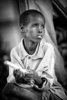 Thousands of Turkana children loose their sight because of combination of sun, dust and bacteria that they very often cannot get rid of due to infected water.