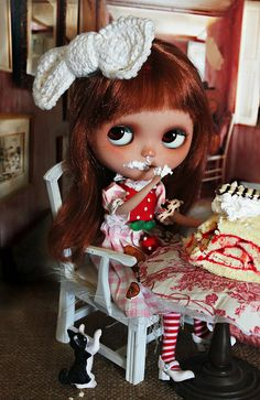 oh ooo...iz okay i eat you cake ma? by ellewoods2007, via Flickr