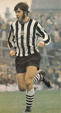 Circa Newcastle United and England centre forward Malcolm MacDonald. Malcolm Macdonald, Retro Football, Football Stuff, Newcastle United Football, St James' Park, Leeds United, Soccer World, Black N White, Football Players