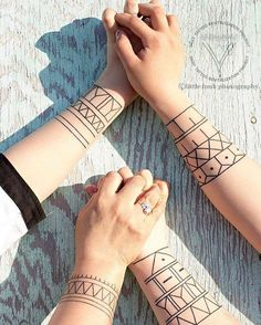 3 generations of beautiful Inuit tattoos. ❤️ #beautiful #inuk #inuit #tattoo…