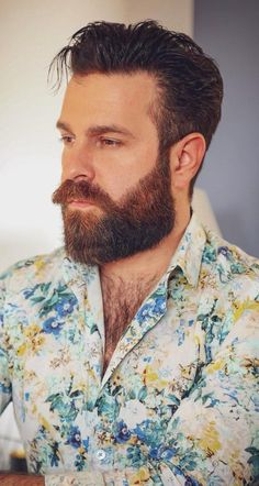 How To Grow Medium Beard - Coloured Medium beard for men www.charlemagne-p… View the best mens hairstyles from Charlemagne - Beard Styles Names, Beard Styles For Men, Hair And Beard Styles, Hair Styles, Moustaches, Medium Beard Styles, Bald Men Style, Wispy Hair, Hipster Hairstyles