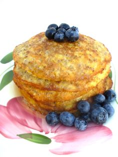 Chia-Banana Pancakes without flour :-)  Glutenfree, lactosefree! Today I'm having them for breakfast, but you can also eat them for dessert or as a snack :-) All you need are chia seeds, ripe bananas, eggs, cinnamon and coconut oil! They're soooooo yummy I ate three of them at once  Visit my blog for recipe!