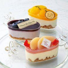 Dessert Boxes, Dessert Drinks, Dessert Recipes, Dessert Packaging, Bakery Packaging, Fancy Desserts, Delicious Desserts, Yummy Food, Boutique Patisserie