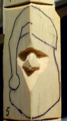 How to carve wood santa Wood Carving Faces, Dremel Wood Carving, Wood Carving Patterns, Wood Carving Art, Carving Designs, Wood Patterns, Wood Art, Whittling Wood, Chip Carving