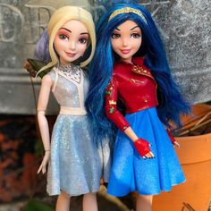 Disney Descendants Dolls, Disney Channel Descendants, Disney Dolls, Barbie Dolls, Cute Sweatshirts For Girls, American Girl, Best Costume Ever, Mal And Evie, Rainbow Fashion