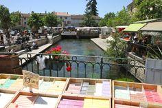 Sunday Market, L'Isle-sur-la-Sorgue, Provence, France.