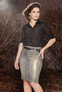 O jeans metalizado está em alta na estação, inclusive nos looks casuais e confere um toque futurista ao visual. Veja a aposta da Titanium aos metalizados e confira como aderir a essa moda em nosso blog:     http://www.titaniumjeans.com.br/blog/index.php?id=4