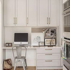 I stumbled across this beautiful kitchen by Vancouver designer Sophie Burke today.  Lovin' her light grey painted cabs
