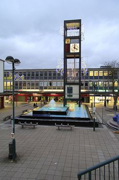 Stevenage Town Square and Clock Tower in Herfordshire, England Vertical Signage, Clock Town, Big Clocks, Stevenage, Tower Design, Modern Clock, Urban Furniture, Modern Architecture, England
