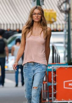 Jessica Hart NewYork streetstyle; chic specs. #women #chic #eyewear #eyeglasses
