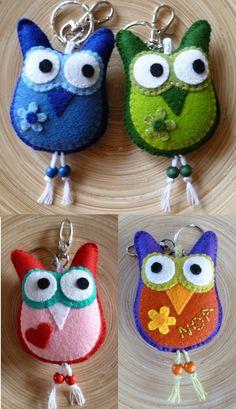 Really cute little owl keychains but you could just use them as teddies Felt Owls, Felt Birds, Fabric Crafts, Sewing Crafts, Felt Keychain, Owl Crafts, Felt Decorations, Felt Christmas Ornaments, Felt Patterns