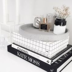 Round Concrete Tray (in Natural) by Zakkia / Pic via Katie Paterson Marble Tray, Tray Styling, Kitchen Benches, Round Tray, Interior Garden, 49er, Decorating Coffee Tables, Tray Decor, Diy Clay