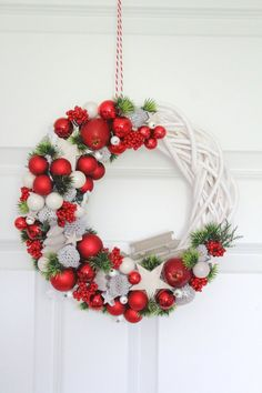 Photo gallery No. 19 in the November and Christmas on Stylowi. Christmas Ornaments To Make, Christmas Mood, Christmas Makes, Homemade Christmas, Holiday Wreaths, Beautiful Christmas, Christmas Crafts, Christmas Decorations, Holiday Decor