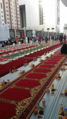 Iftar in madina Islamic Wallpaper Hd, Mecca Wallpaper, Quran Wallpaper, Muslim Images, Islamic Images, Islamic Pictures, Islamic Quotes, Islam Muslim, Allah Islam