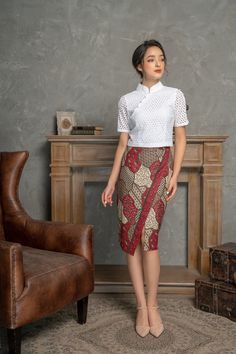 Model Dress Batik, Batik Dress, Batik Fashion, Ethnic Fashion, Dress Batik Kombinasi, Traditional Dresses Designs, Myanmar Dress Design, Myanmar Traditional Dress, Modelista