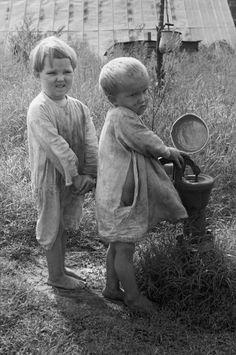 Children of sharecropper, North Carolina, 1935: Arthur Rothstein - Kids