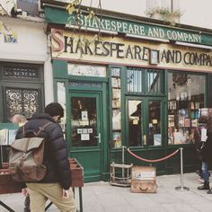 Shakespeare and company!! 🗞🇫🇷 Photo thanks: @lisa_fiore87!! www.kjoreproject.com/backpacks #kjøre #survey #classic #backpack #paris #gauce #france #trip #europe #vintage #books #shakespeare #history #hemingway #joyce #fitzgerald #stein #antheil #kjoreproject #handmade #finest #leather #goods #newzealand #premium #raw #materials @kjoreproject
